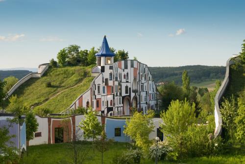 bad-blumau-spa-friedensreich-hundertwasser-austria-designboom-01