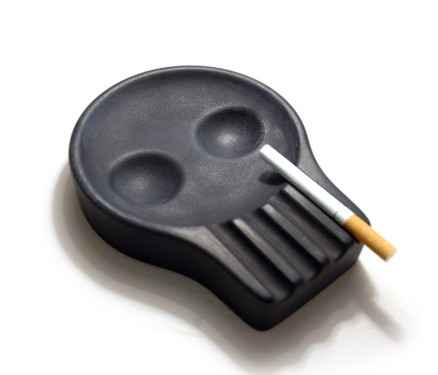 ash-tray-skull-cristian-sjostrom-designboom6-818x700