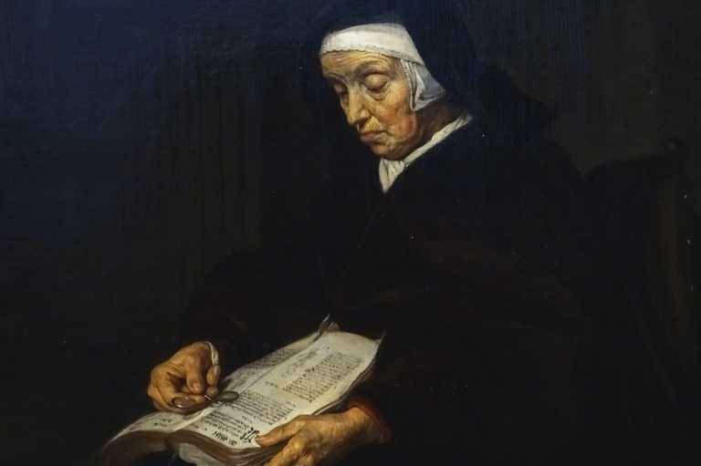 1-lady-reading